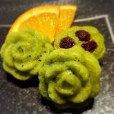 小松菜とレーズンの蒸しケーキ