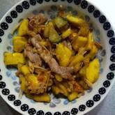 サツマイモとキノコの炒め物