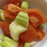 セロリとトマトのサラダ