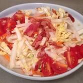 白菜とカリカリベーコンのサラダ