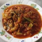 鶏肉とキノコのトマトソース煮込み