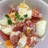 ゆで卵とトマトのチリサラダ