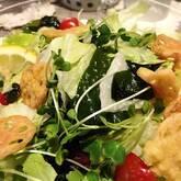 レタスと海藻のサラダ