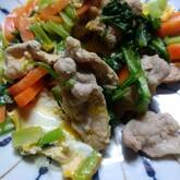 お弁当に!小松菜とベーコンのオイスター卵炒め