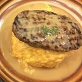 牛肉とキノコのオムライス