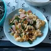 ホウレン草とベーコンの卵炒め