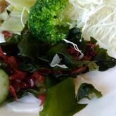 玉ネギとワカメのサラダ