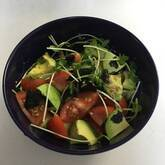 トマトとアボカドの麺つゆサラダ