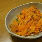 ニンジンのシンプルサラダ