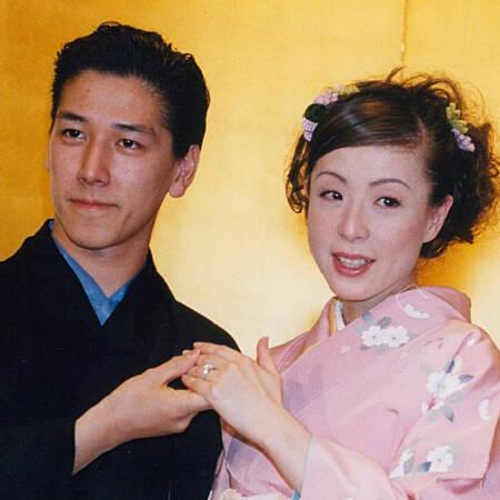 羽野晶紀「51歳の艶かわいさ」が大モテで夫・和泉元彌は気が気でない ...