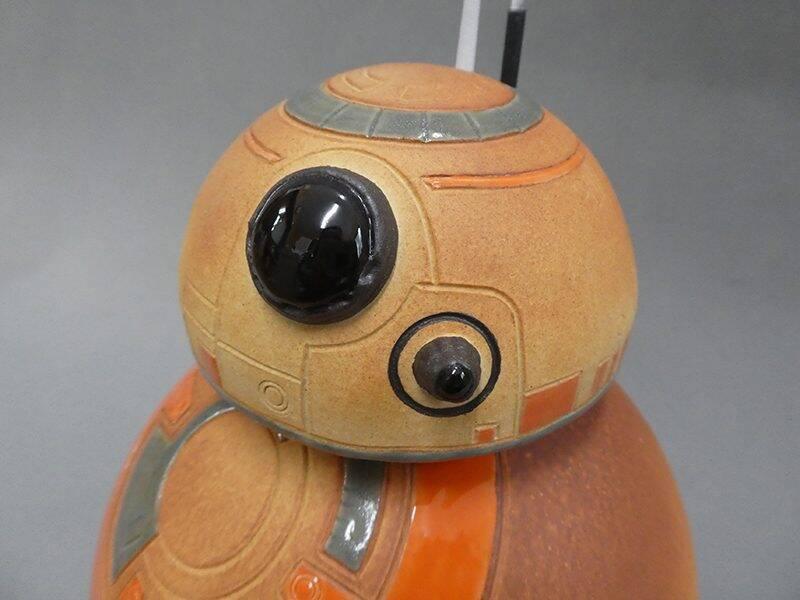 """あまりにも見事な出来映えの信楽焼 """"BB-8""""スターウォーズ完結編公開を ..."""