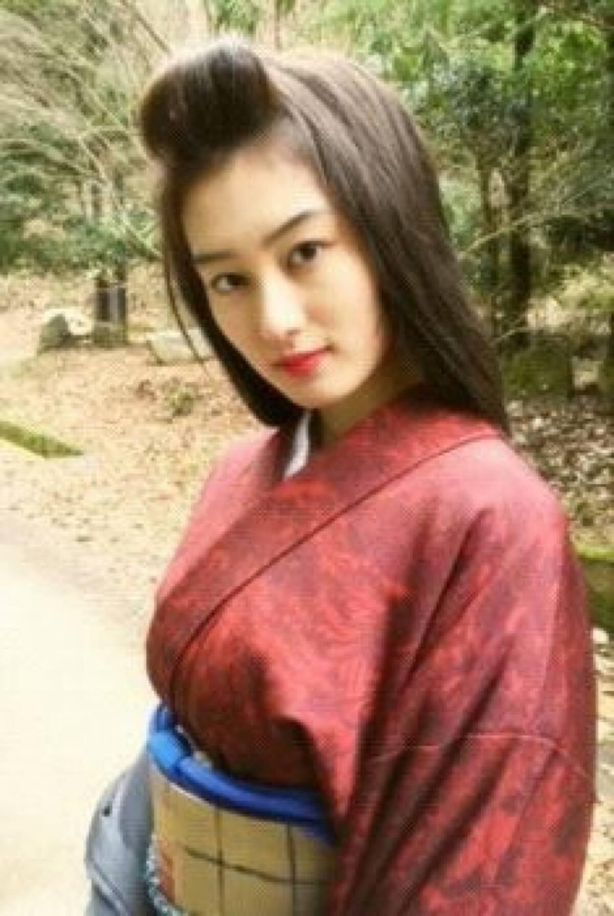 高月彩良、ロングヘアー披露に大反響「デコだしかわいい!」 (2015年2 ...
