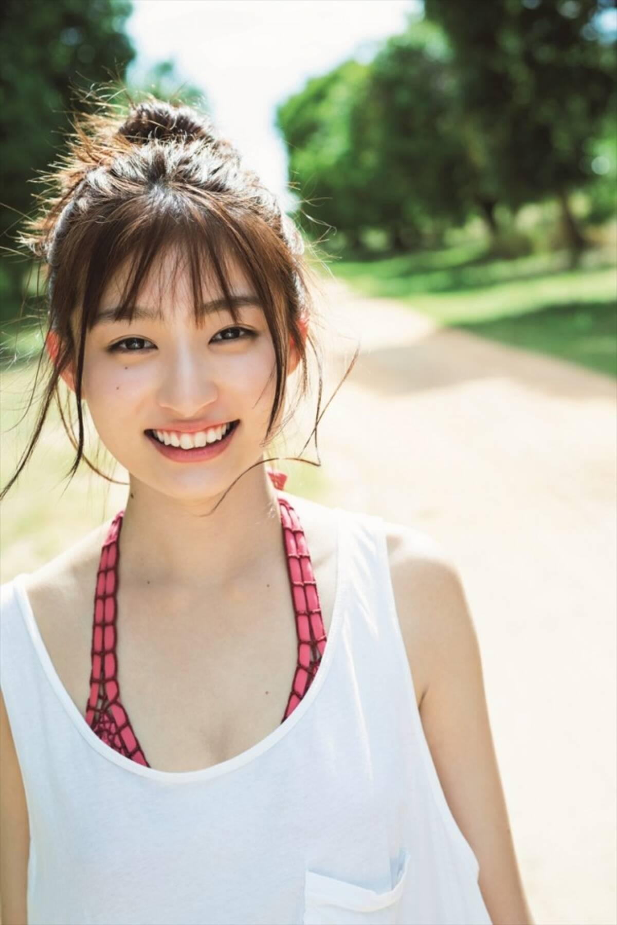 吉川愛、ベッドで魅せる大人の表情も 二十歳の誕生日にセカンド写真集 ...