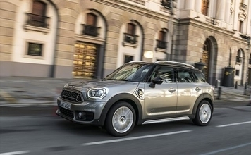 サステイナブルなMINI──Cooper SE Crossover ALL4
