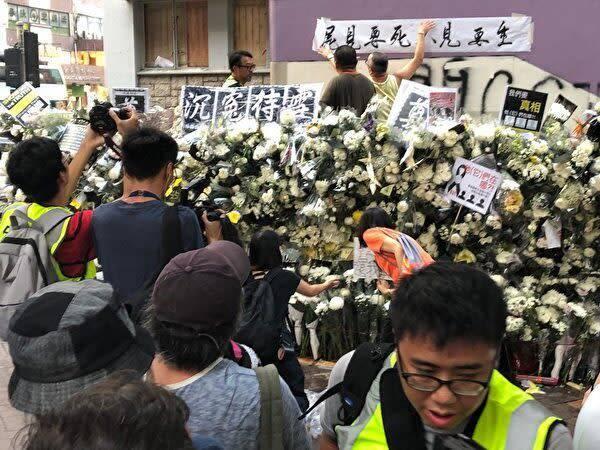 香港警察の無差別攻撃事件、市民「死者が出た」港鉄動画公開を拒否 ...