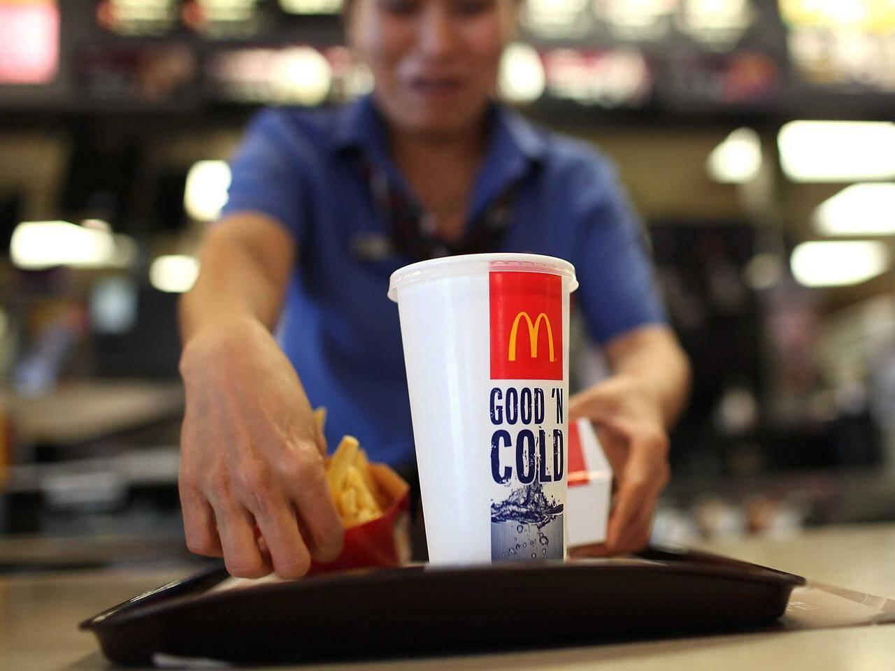 マクドナルドでドリンクを注文したら「入っていたもの」が完全にアウト