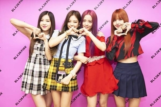 BLACKPINKに武道館1万4千人熱狂!日本活動に意気込みも