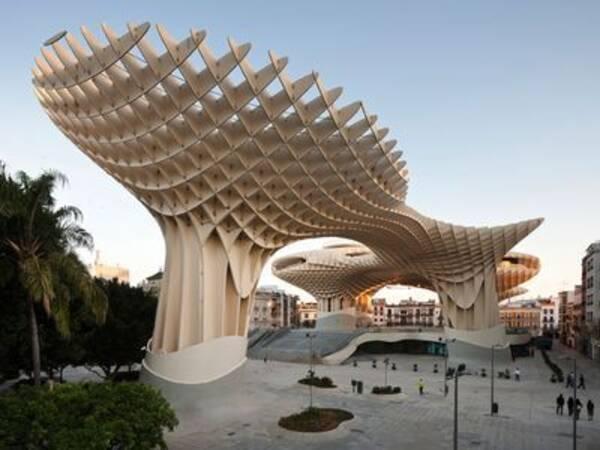 世界最大の木造建築物がついに完成「メトロポール・パラソル ...