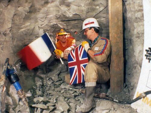 すなおに感動した…」英仏海峡トンネルを両側から掘り、初めて出会った ...