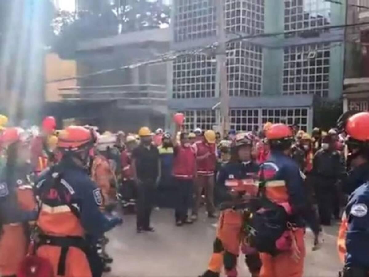 メキシコ地震で活動した日本の救助チームに現地の人々が日本語で ...