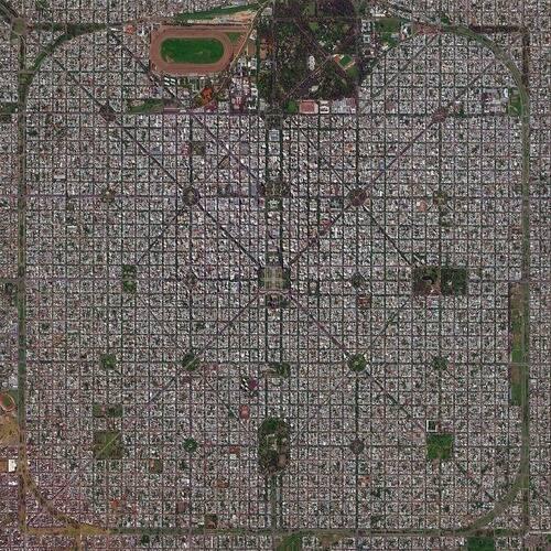 「アルゼンチンの都市ラプラタは上空から見ると…どれだけ計画的に作られた街かわかる」