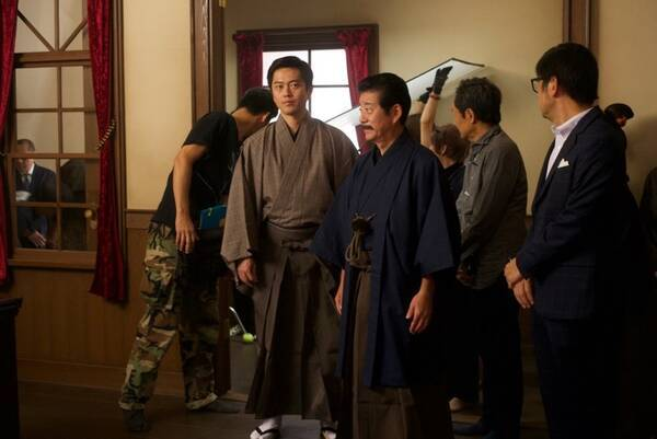 三浦春馬主演映画『天外者』に、吉村洋文大阪府知事が出演していた! コメント映像も公開