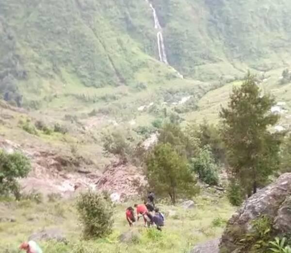 【ネパール地滑り】学校建設事業地で家屋を失った115世帯470人にガスコンロとボンベを支援