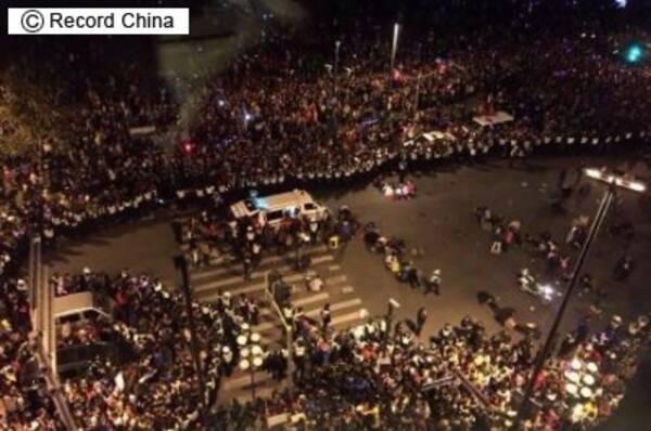 上海の将棋倒し事故、ばらまかれた金券が原因か=ネットが伝える現場の ...