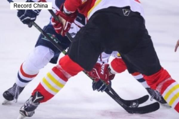 アイスホッケーの試合で人種差別受けた中国系選手、「中国人になりたい ...
