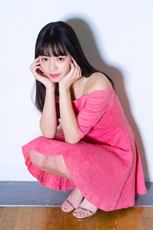 横田真悠のドレス画像