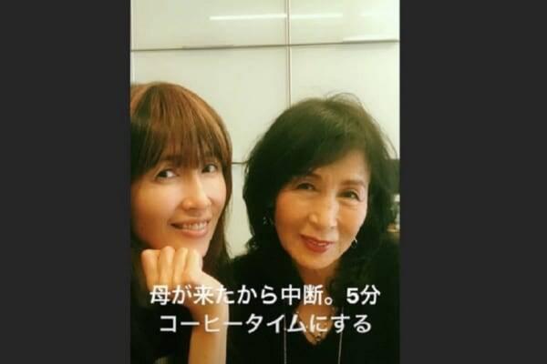 工藤静香(48)自宅でどすっぴん公開か 超美人な母親も登場しファン ...