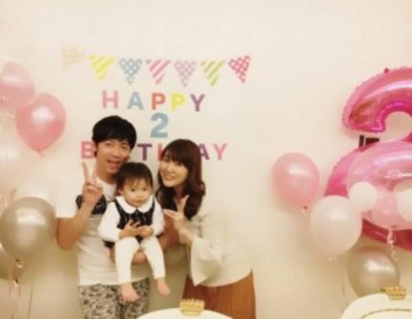 東貴博・安めぐみ夫妻、愛娘の2歳誕生日を祝う プレゼントは真っ白なピアノ