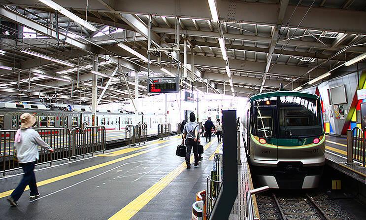 クイズ】赤帯と緑の電車、新幹線と交差する地点でとまる駅は? (2019年 ...