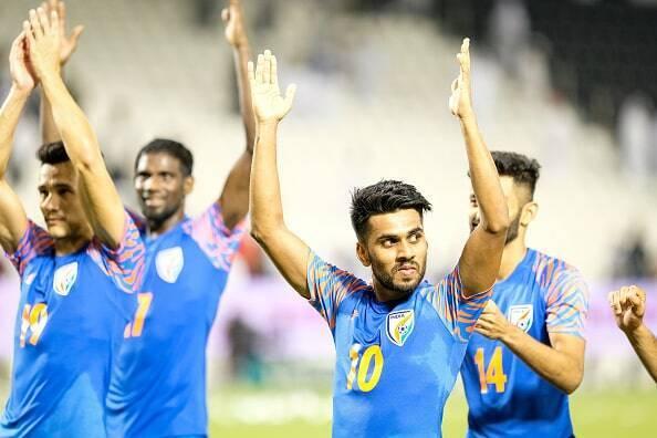 """アジア王者と""""歴史的ドロー""""のインド、試合後はまるでお祭り騒ぎ ..."""