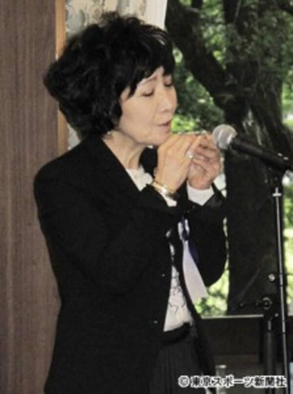 秋山ちえ子さん「お別れの会」で森山良子が献歌 (2016年6月6日 ...