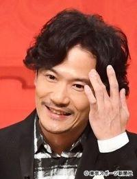 照れている稲垣吾郎