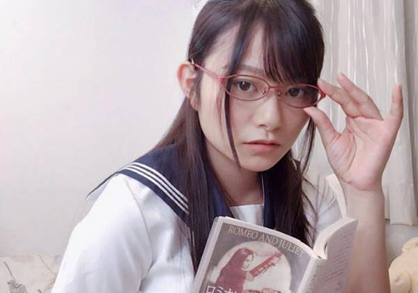 桜井木穂、フェチ感漂う制服ショットに反響!「なんて無防備」