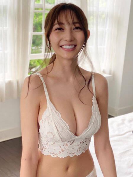 辻りりさ、笑顔がまぶしい白水着で魅せる健康美ライン! (2021年9月9日) - エキサイトニュース
