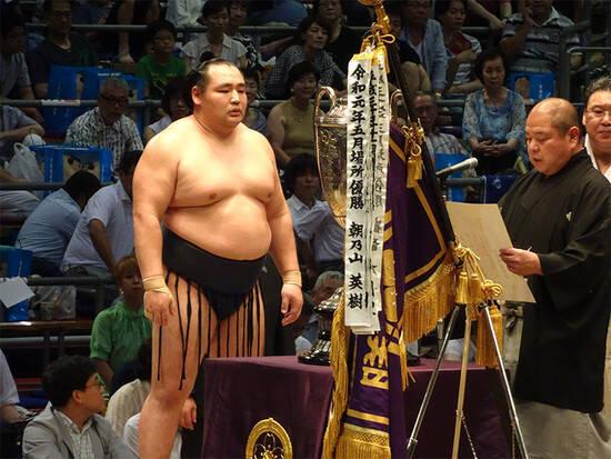 鶴竜にモンゴル相撲の経験ナシ。それでも手紙を送り日本に売り込んだ ...