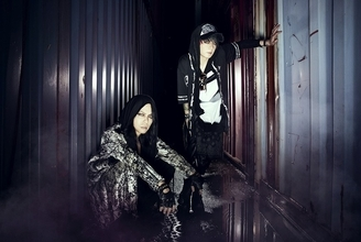 VAMPS 4月発売のアルバムにMAN WITH A MISSIONのKAMIKAZE BOYが参加