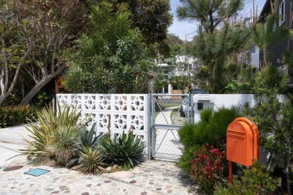 カリフォルニアスタイルの家アウトドアライフを楽しむ海沿いのサーフハウス