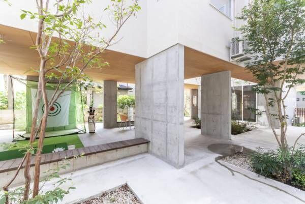 2階レベルに平屋をつくる居心地の良さを生む多方向への抜けの良さ