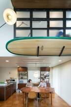 海辺の暮らしを楽しむカリフォルニアスタイルのミッドセンチュリーハウス
