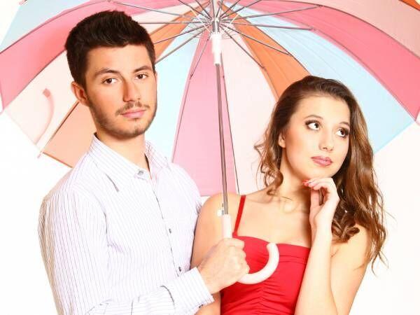 男女傘考える