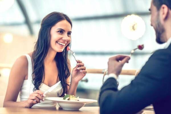 デート中に男性が「この子との会話は楽しい」と感じる女性の仕草