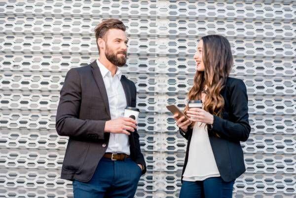 男性が思わず「話しかけたくなる女性」の特徴3つ