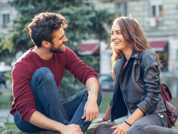 男性が「デート中に好感が持てる女性の態度・しぐさ」の1位はこれ!