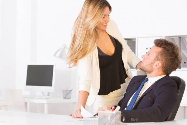 嫌われちゃう…気になる「職場男性」に対してのNG行動