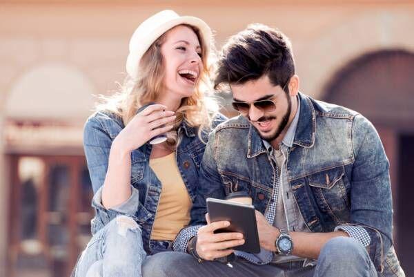男性に「ユーモアがある」と思われる女性の4つの共通点