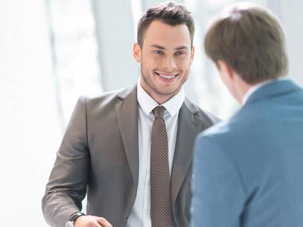 仕事中の男性が、彼女のことを恋しくなる瞬間とは